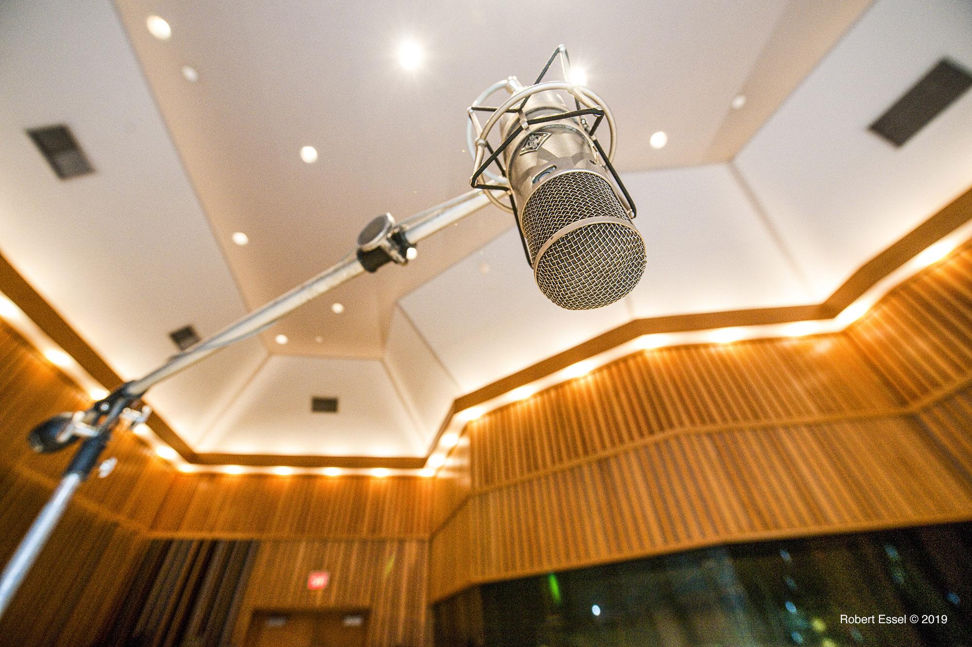 Microphone_recording_studio_music.jpg